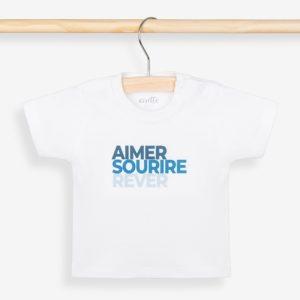 T-shirt bébé bleu sur portant