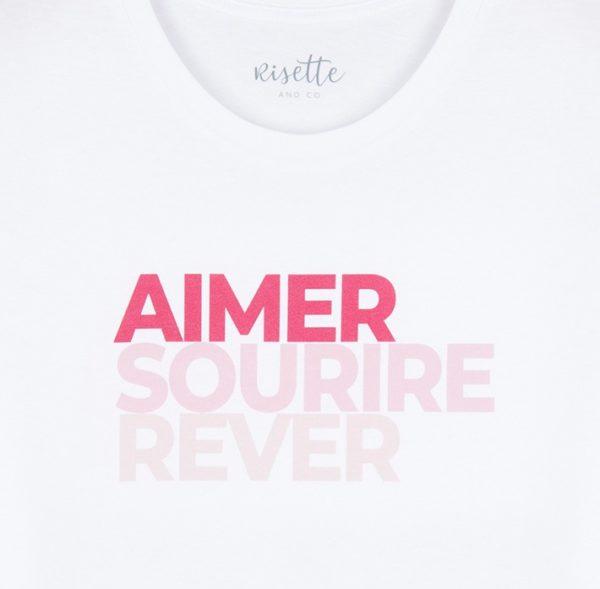 produit-t-shirt-femme-rose-portant-zoom