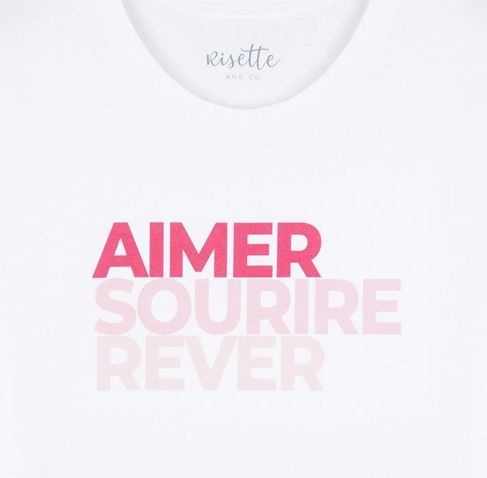 T-shirt femme logo aimer sourire rêver rose zoomé