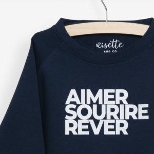 Sweatshirt Enfant bleu marine détails de l'impression