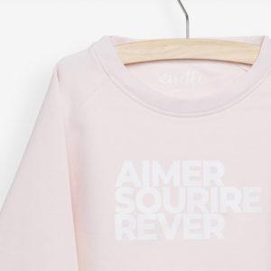 Sweatshirt enfant rose poudrée détails de l'impression